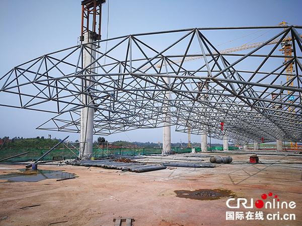 宜宾机场迁建项目工程航站楼屋面网架钢结构主体基本完工