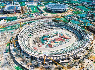 西安奥体中心建设一周年:体育馆游泳跳水馆钢结构封顶