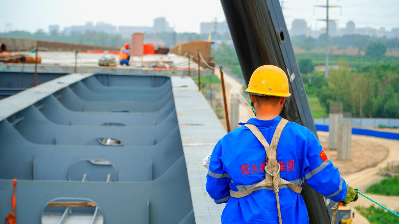 我公司承建的呼和浩特市三环路科尔沁互通立交钢箱梁工程获得业主的表扬